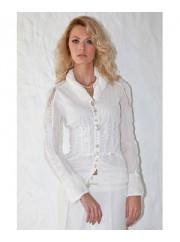 Feminin skjorte fra Piro med talje syninger mm.